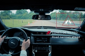 JLR-roadwork-assist-02